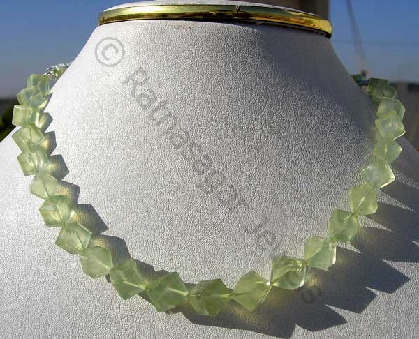 stone lovely african prehnite gemstone green auctions carat